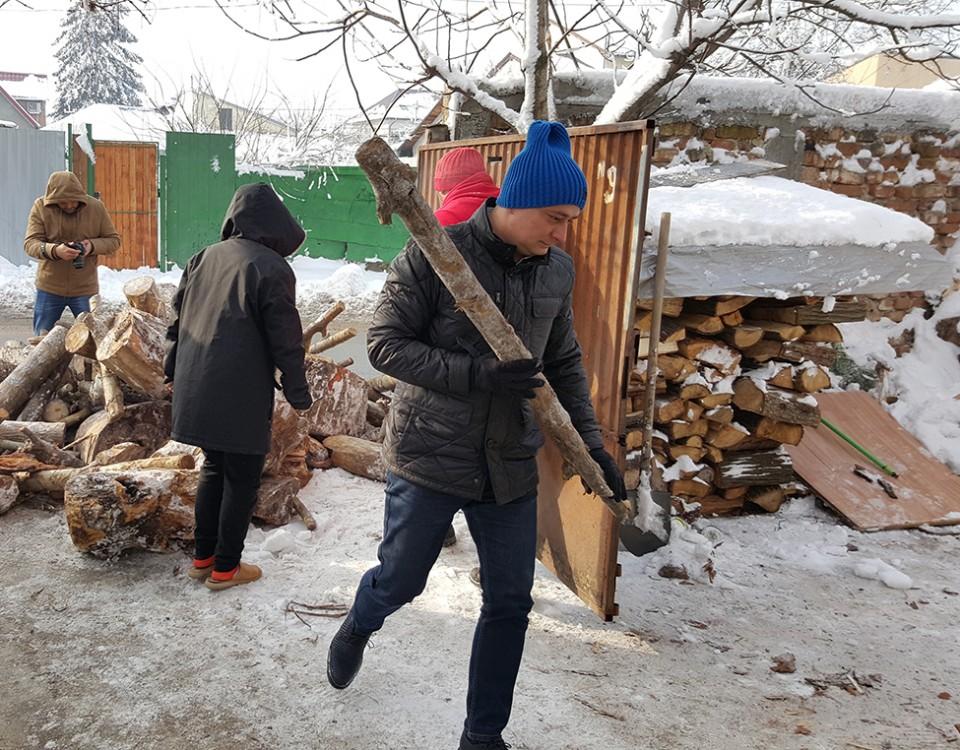 lemne pentru familii nevoiase din sectorul 4